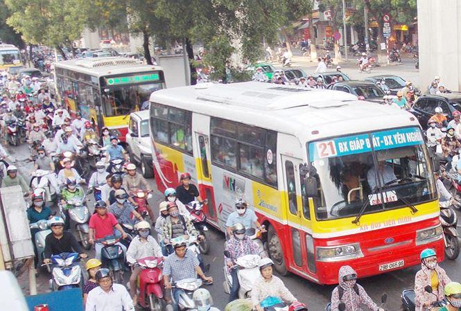 Xe buýt đang dần chiếm ưu thế về phương tiện di chuyển của người dân