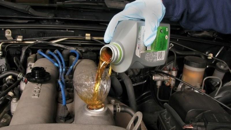 Phải thay dầu thường xuyên và đúng định kỳ cho xe của mình