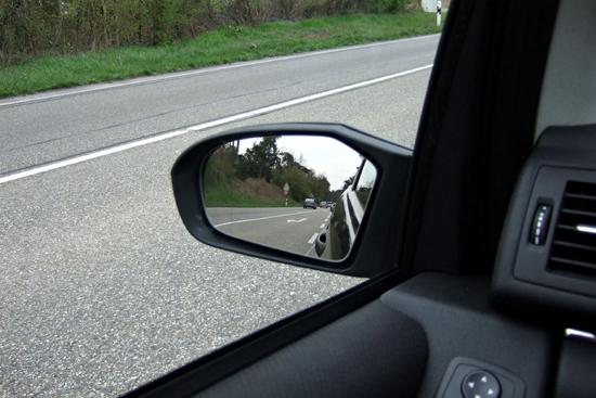 Chỉnh gương lại để có góc nhìn toàn diện nhất