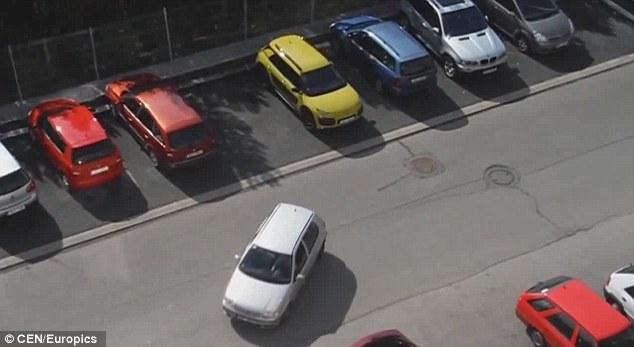 Hướng dẫn cách lùi xe vào chuồng B2 khi học lái xe ô tô