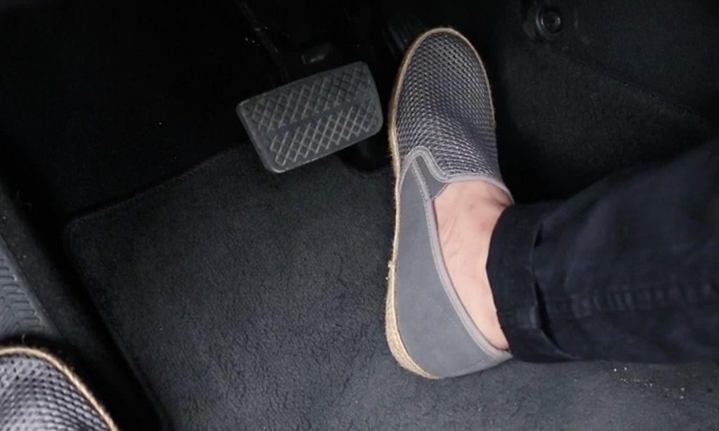 Chân không rời sàn - Đạp nhầm chân ga