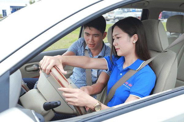 Rất nhiều phụ nữ lựa chọn việc học lái xe bằng b1