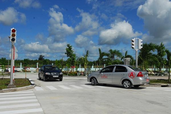 Trường dạy lái xe ô tô Hoàng Gia nổi tiếng ở TPHCM - Học lái xe ô tô quận Bình Thạnh