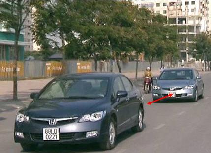 Giữ khoảng cách với xe khác khi đi trong hẻm