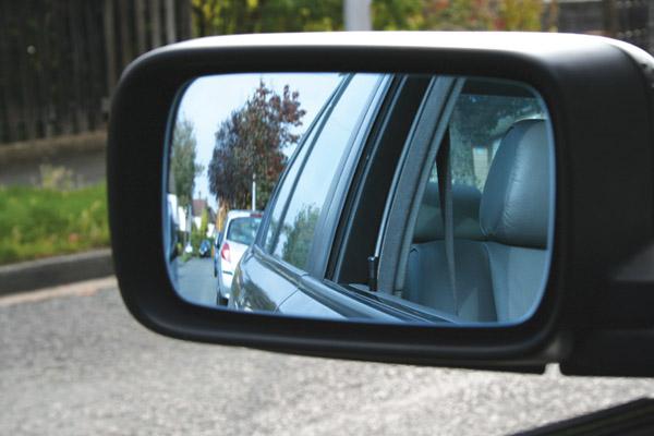 Quan sát kĩ khi tham gia giao thông