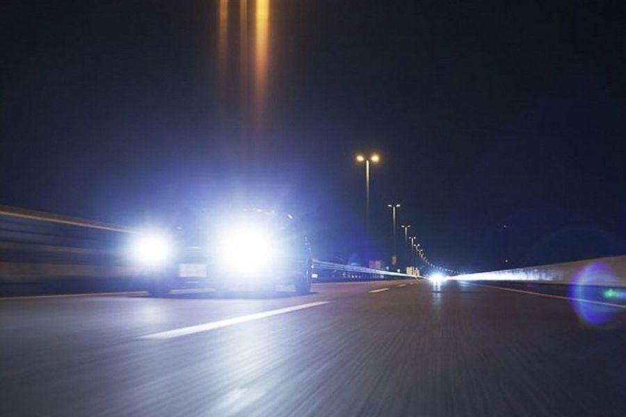 Bị chói mắt do đèn xe đi ngược chiều