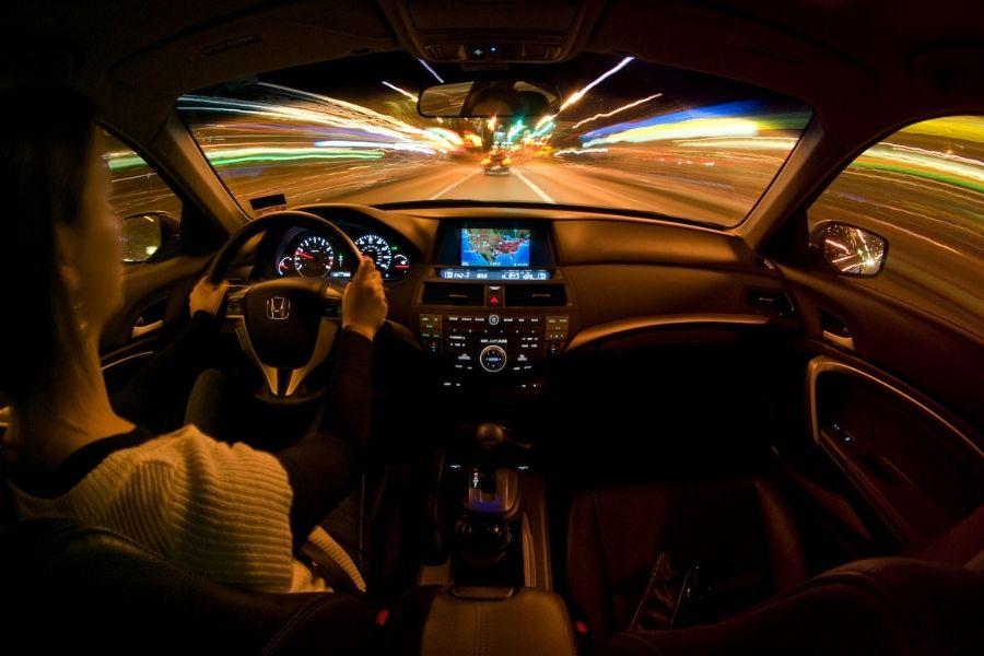 Giảm nguồn sáng bên trong xe