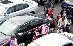Tại giao lộ, lái xe cần chú ý quan sát để tránh xảy ra những tình huống va chạm