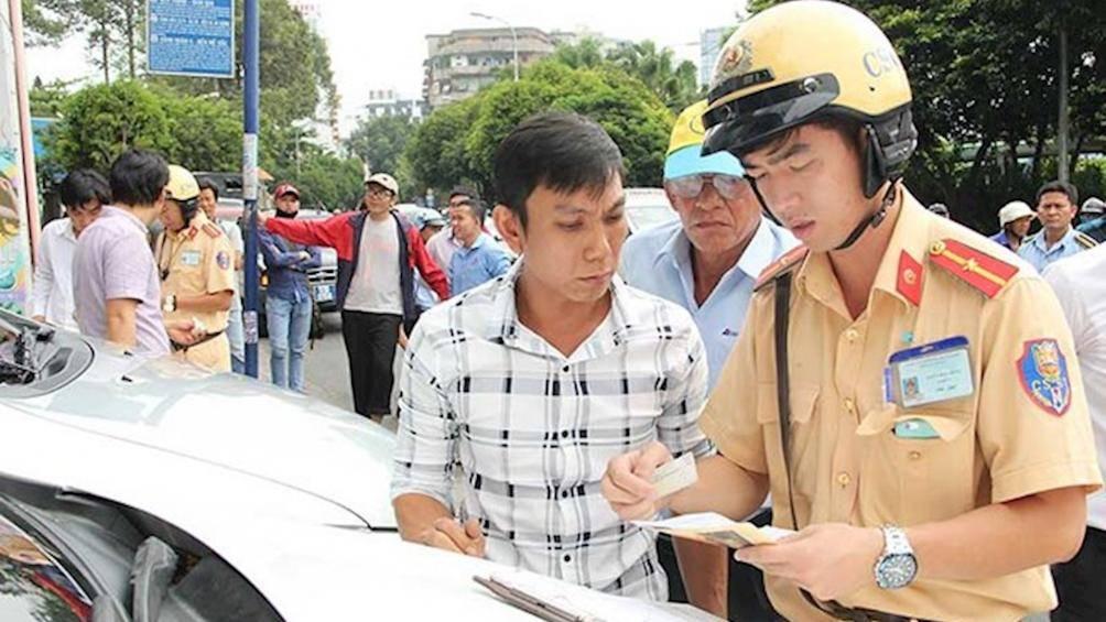 Phạt lỗi khi không mang theo bằng lái ô tô