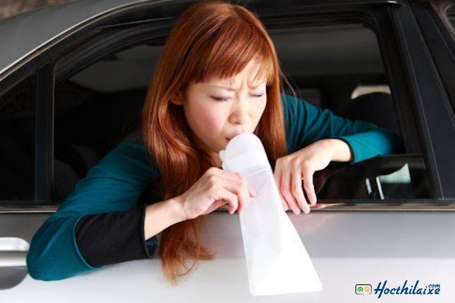 Giải quyết các cơn buồn nôn khi lái xe