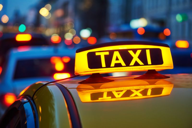 Tài xế taxi được ký hợp đồng lao động và đóng BHXH (Ảnh minh họa)